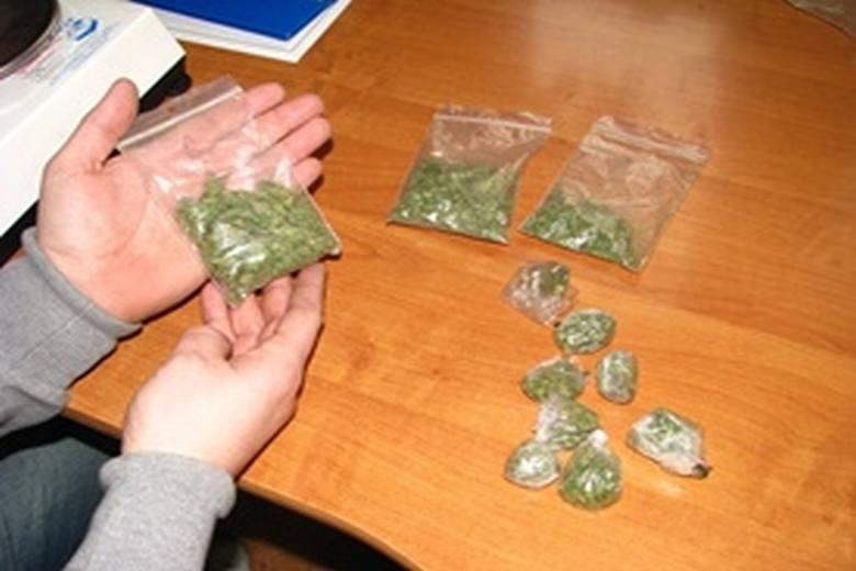 21-latek kupił i chciał sprzedać narkotyki. Trafi do więzienia?
