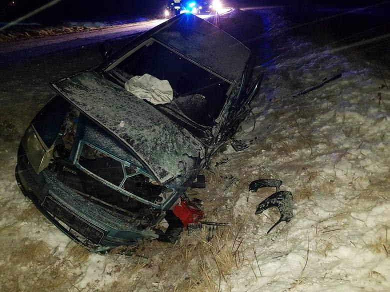 Do zderzenia skody z busem doszło w czwartek około godz. 19, na drodze wojewódzkiej nr 835 w Majdanie Sieniawskim koło Przeworska.- Działania strażaków