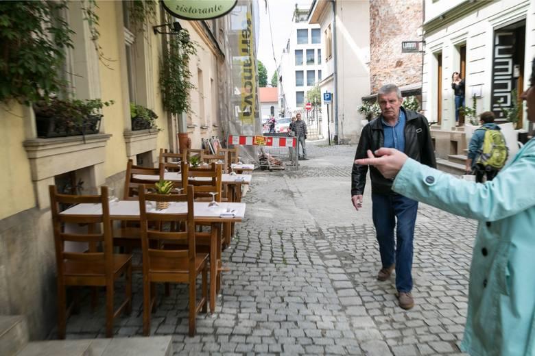 W przypadku barów, restauracji, pubów i tym podobnych zakładów gastronomicznych będziemy mieli do czynienia jedynie z otwarciem ogródków i że na świeżym