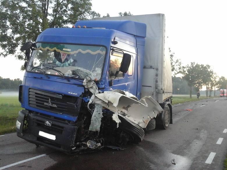 Do tragicznego wypadku doszło dzisiaj po godzinie 3. W miejscowości Żurobice (gmina Dziadkowice) doszło do wypadku, w którym uczestniczyły dwa pojazdy: