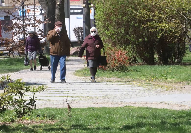 Od poniedziałku 20 kwietnia możemy już wchodzić na tereny zielone takie jak parki, lasy. Jest to pierwszy etap luzowania rządowych obostrzeń wprowadzonych