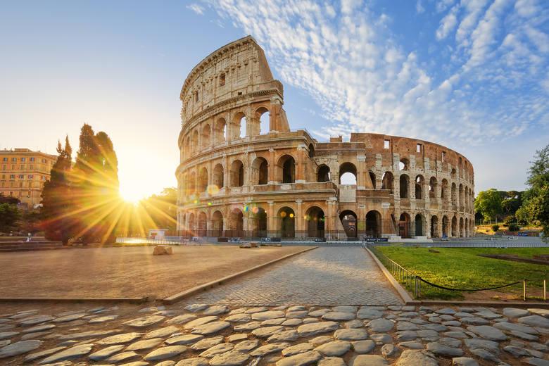 KoloseumWłochy, choć ciężko doświadczone przez pandemię, postanowiły otworzyć się na ruch turystyczny. Premier Giuseppe Conte zapowiedział, że wjazd