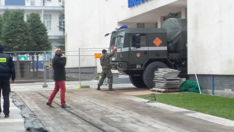 260 kuracjuszy ewakuowanych ze Szpitala Uzdrowiskowego Muszelka w Kołobrzegu.Saperzy usuwają niewybuchy znalezione podczas prac remontowych.W poniedziałek