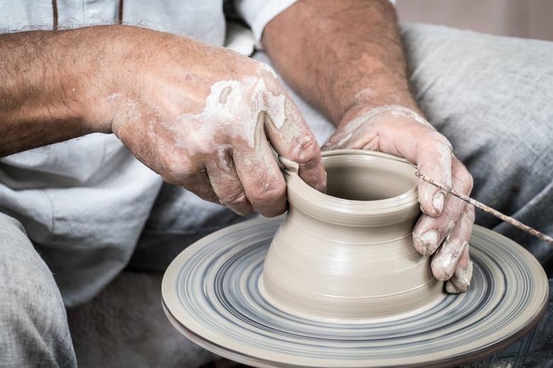 """Światową popularnością cieszy się nasza rodzima ceramika z Bolesławca. Jest znana szczególnie w USA. Spółdzielnia Rękodzieła Artystycznego """"Ceramika"""