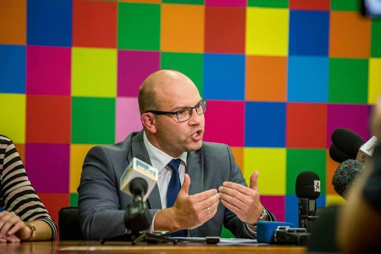 Marszałek Artur Kosicki uważa, że fundusze, którymi dysponuje BOF powinny być przeznaczone na zwalczanie negatywnych skutków epidemii koronawirusa, odczuwalnych szczególnie przez przedsiębiorców