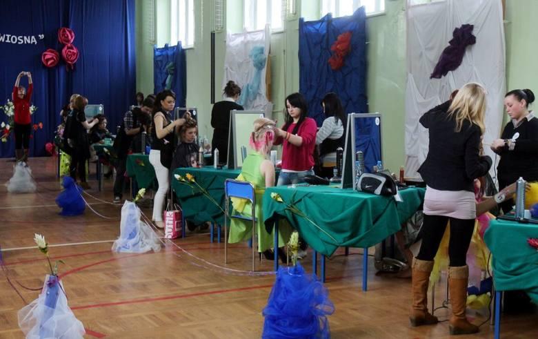 Z koszykiem na głowie. Konkurs fryzjerski w Lublinie