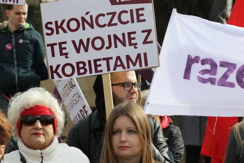 Manifestacja w Kielcach w obronie praw kobiet