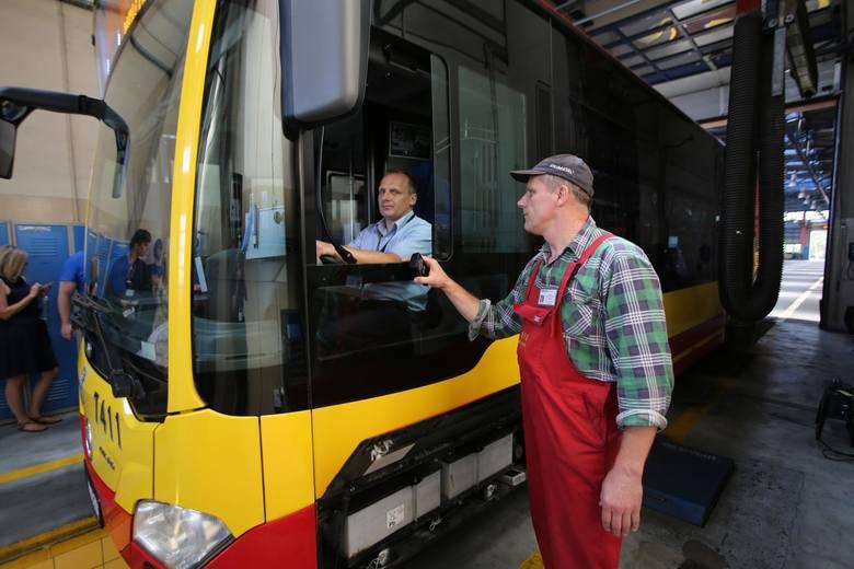 Całą drogę kierowcy i autobusu – od dyspozytorni do stacji diagnostycznej – przedstawiło wrocławskie MPK, by pokazać, jak dobrze dba o tabor. Nie ma