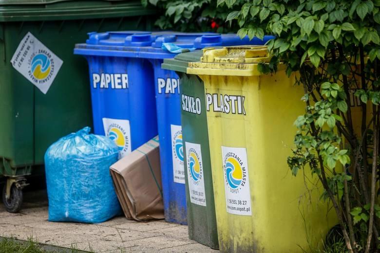 Segregujmy śmieci i wspierajmy recykling. Wreszcie – starajmy się wybierać więcej takich produktów, które po rozłożeniu przenikają do środowiska w nieszkodzącej