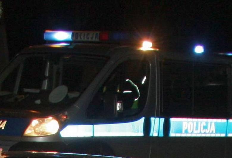 Dachowanie na ulicy Kieleckiej w Radomiu. Kierowca uciekł z miejsca zdarzenia