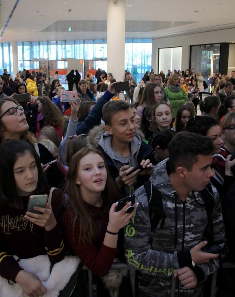 Naruciak w Tarasach Zamkowych. Popularny bloger przyciągnął prawdziwe tłumy! (ZDJĘCIA)