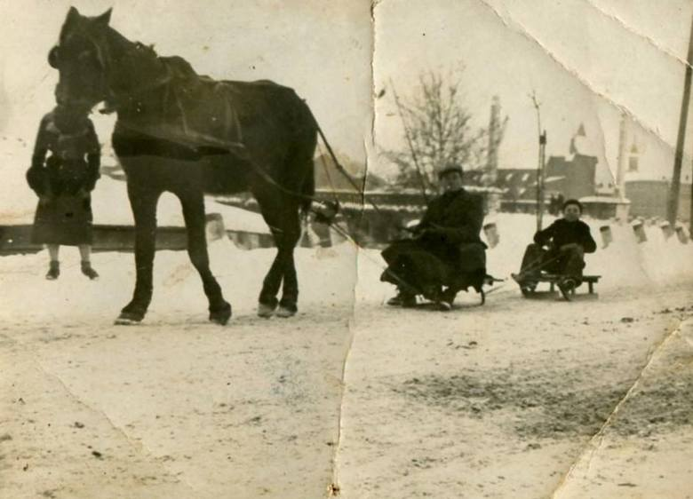Jak kiedyś mieszkańcy Oświęcimia spędzali zimę w mieście [ARCHIWALNE ZDJĘCIA]