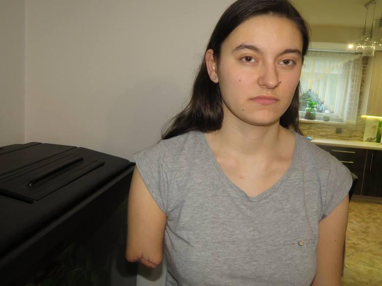 Weronikę z Izdebnika na pasach potrącił tramwaj. Straciła rękę. Nie ma odszkodowania, walczy o protezę