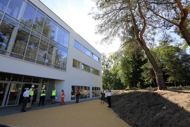 W nowym budynku Domu Pomocy Społecznej pojawią się 54 miejsca. Dla pensjonariuszy przygotowano jadalnię, sale do wypoczynku i kawiarnię