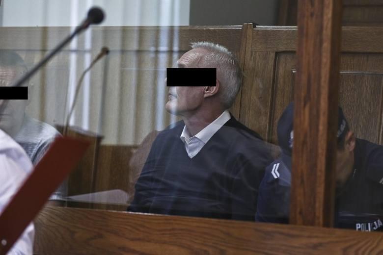 """Przed zielonogórskim sądem okręgowym trwa proces """"gangu maski"""". Trzej mężczyźni oskarżeni są napady na banki w Nowej Soli, Nowogrodzie Bobrzańskim i"""