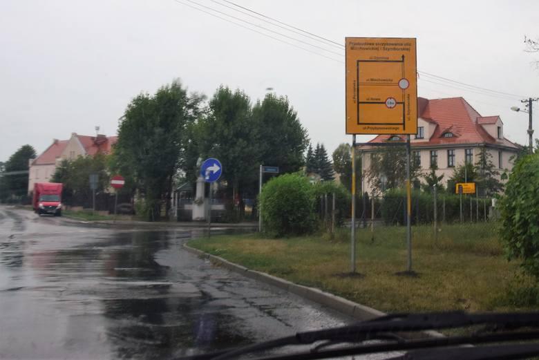 Uwaga! Przez to skrzyżowanie nie przejedziemy. Są objazdy [zdjęcia]