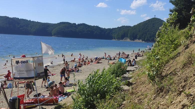 W piątek na Jeziorze Solińskim wypoczywały tłumy turystów, których przywitała piękna, słoneczna pogoda. Zobaczcie zdjęcia!