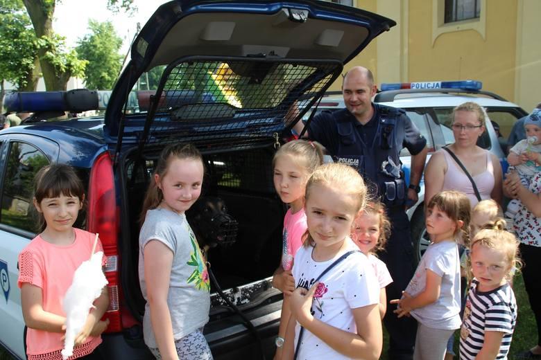 Na pikniku w Sadkach zaprezentują się dziecim m.in. policjanci z KPP w Nakle. Często ich spotkać można na plenerowych imprezach w powiecie