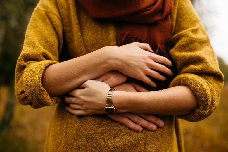 Poczucie bliskości fizycznej stanowi jedną z podstawowych potrzeb każdego człowieka. Okazywanie czułości jest szczególnie istotnym elementem we wczesnym