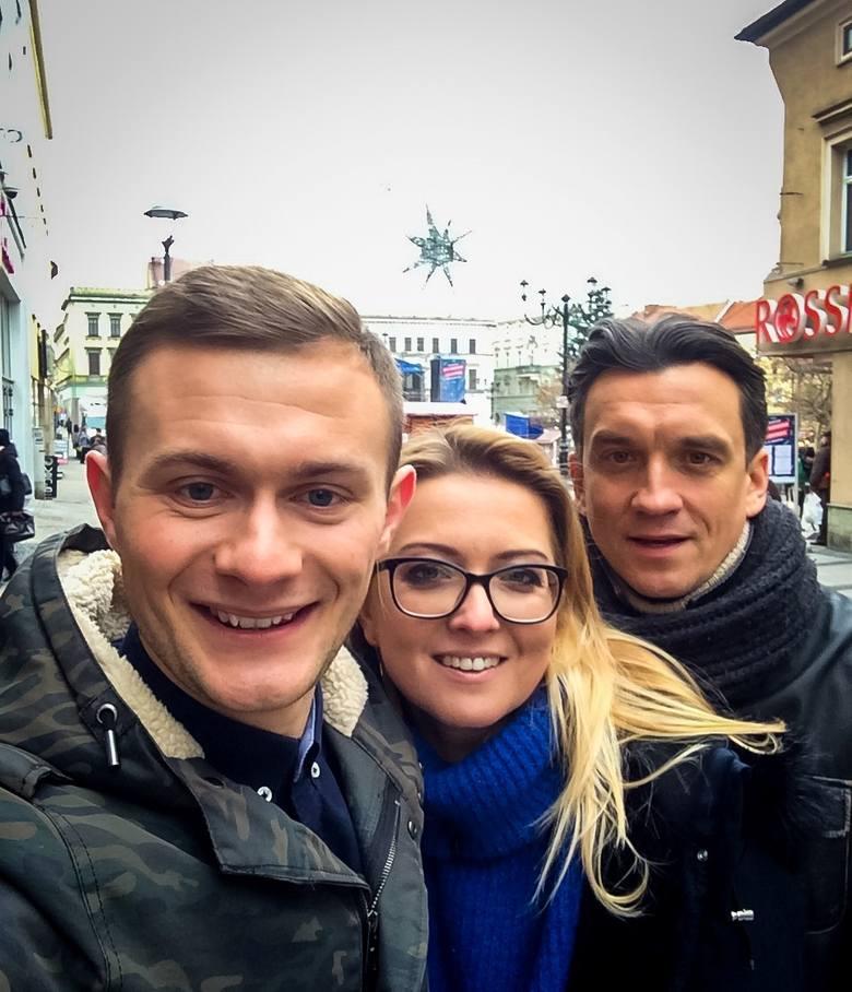 """Mateusz Sebastian, twórca bloga po śląsku belekaj.eu, jest konsultantem językowym i pomaga aktorom serialu """"Diagnoza"""" godać po naszymu."""