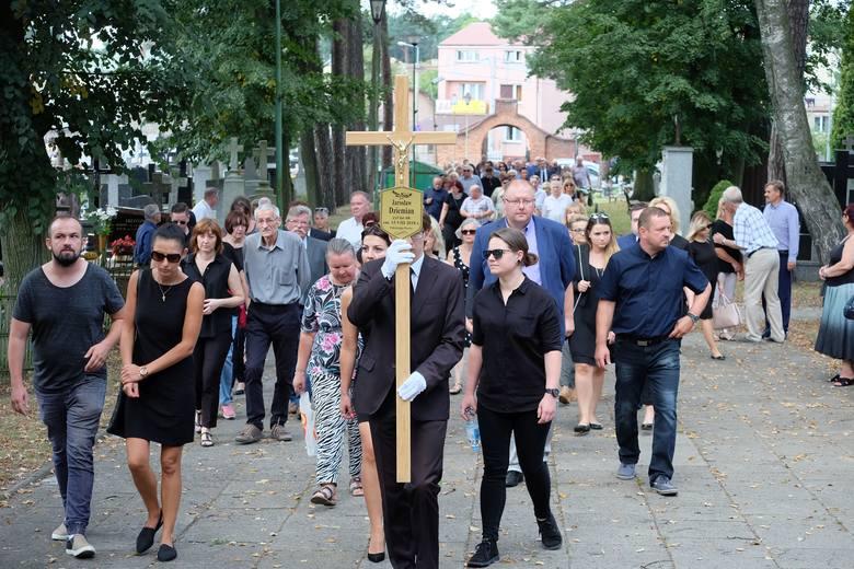 Rodzina, przyjaciele, artyści, pracownicy i setki białostoczan pożegnały w sobotę Jarosława Dziemiana. Pogrzeb jednego z najbardziej znanych przedsiębiorców