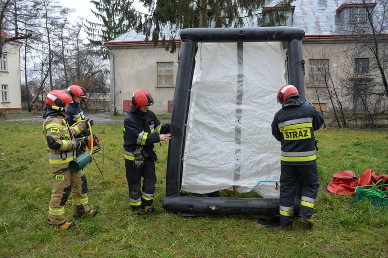 W Polsce stwierdzono pierwszy przypadek osoby zarażonej koronawirusem. W środę przed szpitalami w Mielcu i Przemyślu, odbyły się ćwiczenia zorganizowane