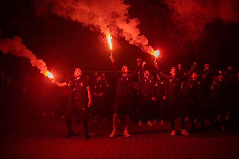 Co to był za wieczór i co to była za noc przy Bułgarskiej. Lech Poznań pokonał Royal Charleroi na wyjeździe 2:1 i po pięciu latach wrócił na europejskie