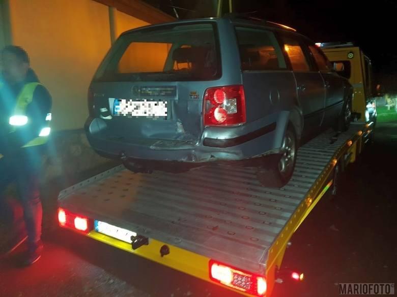 Do wypadku doszło w sobotę tuż przed północą. 18-letni kierowca audi nie zachował ostrożności i najechał na tył volkswagena.Na szczęście w wypadku nikt