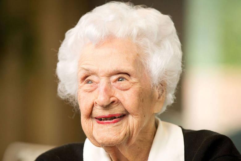 9. Thelma Sutcliffe, Stany Zjednoczoneur. 1 października 1906 r. (114 lat)Thelma Sutcliffe urodziła się w stanie Nebraska. 3 września 1924 roku, w wieku