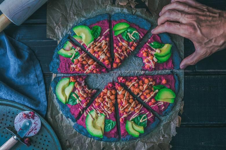 Fast food to niemal synonim szkodliwego jedzenia – co wcale nie znaczy, że w zdrowej diecie nie może pojawić się pizza, kebab czy burger. Ulubione dania