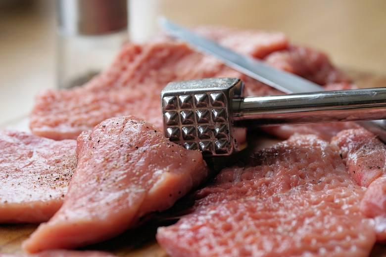 Wieprzowina Cena za 1 kg schabu wieprzowego bez kości: marzec 2019: 15,77 zł marzec 2020: 19,15 zł Ceny oparte o miesięczną średnią ogólnokrajową, wyliczoną
