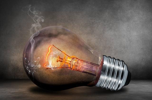 Chcesz zaoszczędzić? Sprawdź, które z domowych urządzeń elektrycznych pobierają najwięcej energii elektrycznej. ZOBACZ TEŻ: Wielka awaria sieci elektrycznej