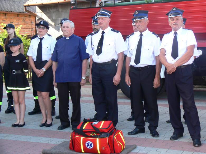 Druhowie ochotnicy z Mściowa -Nowego Kamienia pojadą do akcji z nową torbą medyczną