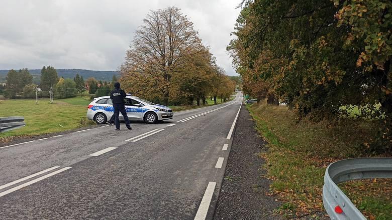 Policyjny pościg po drogach powiatu zakończony blokadą w okolicach Gładyszowa. Tym razem to tylko ćwiczenia