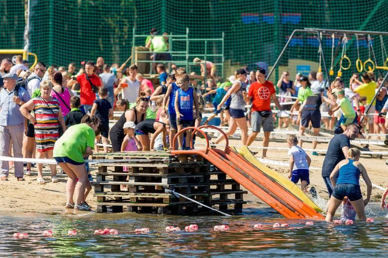 Na plaży miejskiej na Dojlidach w niedzielę mali bohaterowie mieli swój wielki bieg Hero Run Kids. Odbyły się trzy biegi w kategorii dzieci 4-7 lat,