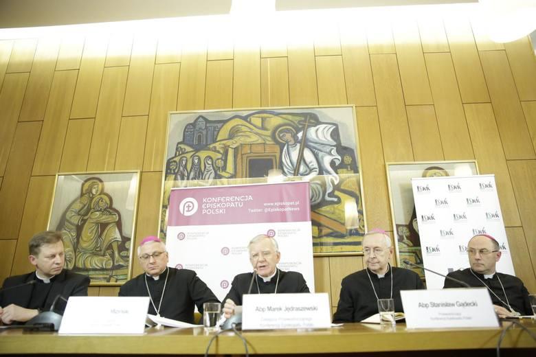 Episkopat ujawnia dane o pedofilii w polskim Kościele. Ponad połowa przypadków nie była zgłaszana organom państwa
