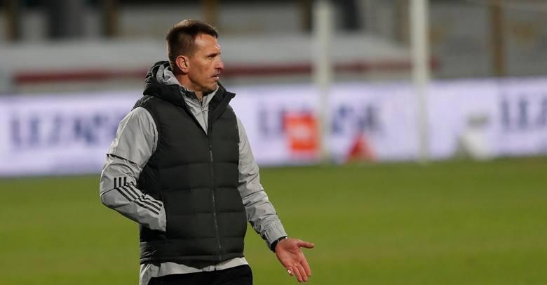 Beniaminek zmienił trenera w listopadzie. Ojrzyński przyszedł po pauzie (wcześniej pracował w Wiśle Płock), Skrzypczak do dzisiaj szuka nowego klubu.