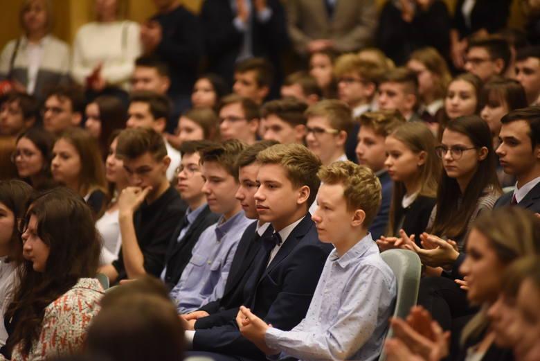 """Zielona Góra. Poznaliśmy """"Lubuskie talenty""""! 260 uczniów z naszego regionu dostało stypendia od marszałka województwa lubuskiego [ZDJĘCIA]"""