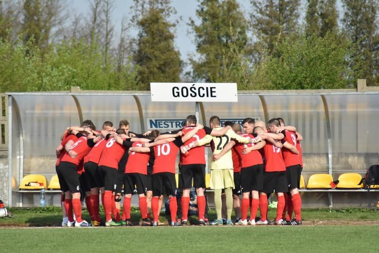 Cieniem na ostatniej serii spotkań w 4. lidze położyły się wydarzenia po meczu Skalnik Gracze - Start Namysłów, gdy jeden z zawodników gości uderzył