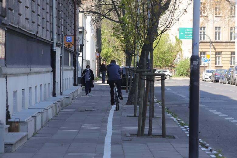 Tomasz Andrzejewski, rzecznik prasowy ZDiT podkreśla, że w przypadku wyznaczania strefy płatnego parkowania wyznaczenie miejsc parkingowych o szerokości