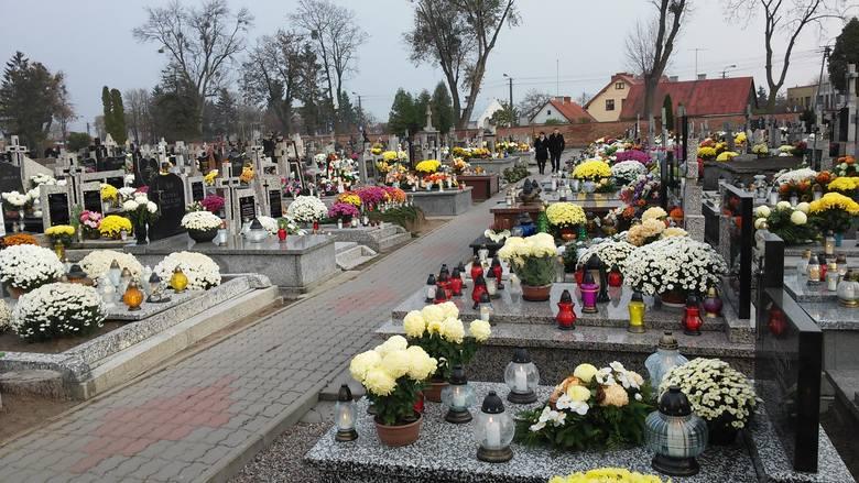 Tak wyglądał cmentarz w Przasnyszu w Dniu Wszystkich Świętych