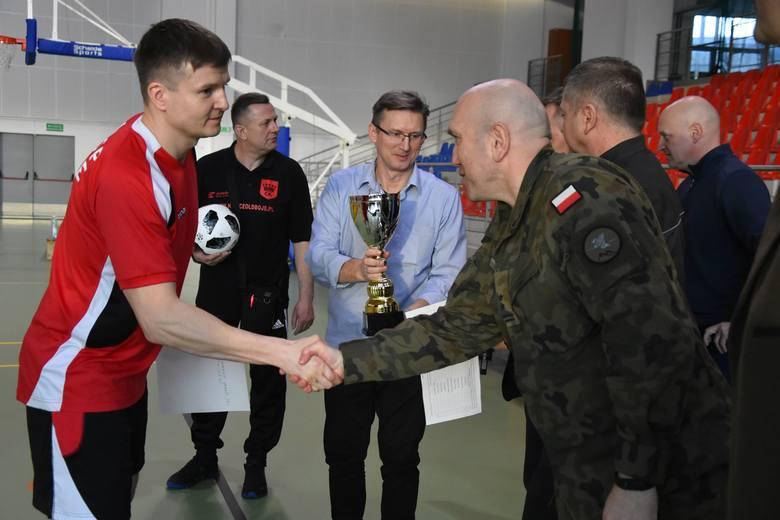 Dwanaście drużyn uczestniczyło w Charytatywnym Turnieju Halowej Piłki Nożnej o Puchar Marszałka Województwa Świętokrzyskiego pod honorowym patronatem