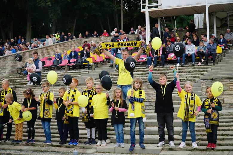 Power Duck Iveston PSŻ Poznań, którzy w niedzielę zrobili ogromny, ogromny krok ku pierwszej lidze. Drużyna Tomasza Bajerskiego w obecności ponad pięciu
