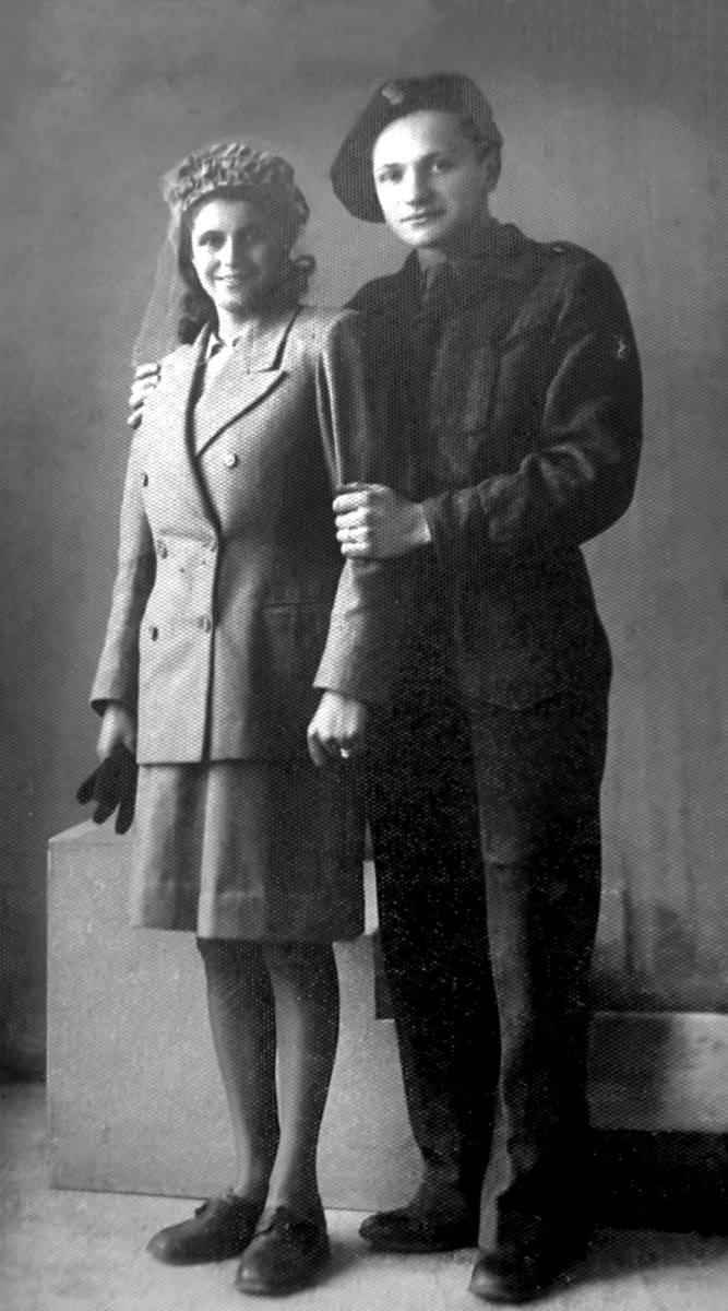 Wojenny ślub Szkotki Elisabeth Johnstone Taylor z żołnierzem Polskich Sił Zbrojnych Kazimierzem Rychwalskim w Liverpoolu w 1942 r.