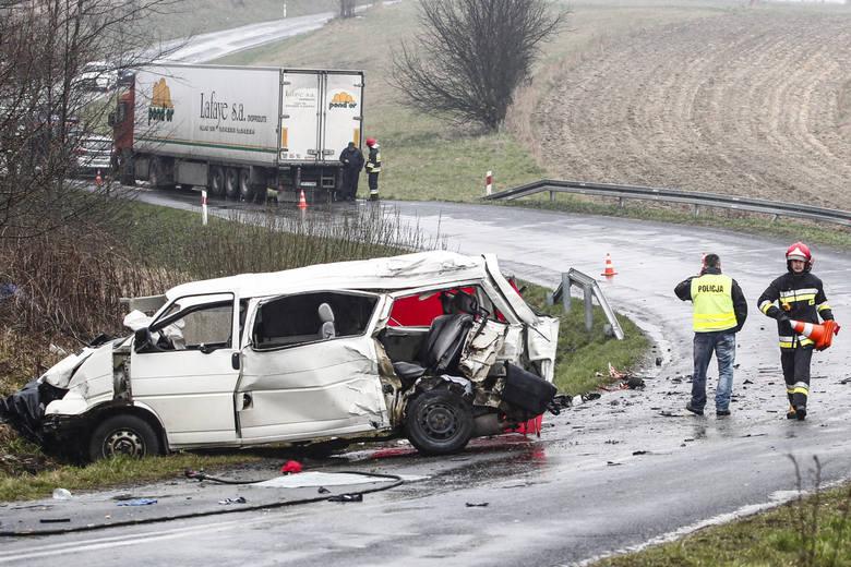 Do tragicznego wypadku doszło w Wielką Sobotę, 26 marca 2016 r. w Weryni, w pow. kolbuszowskim. Na mecz z Avią Świdnik busem jechało ośmiu piłkarzy