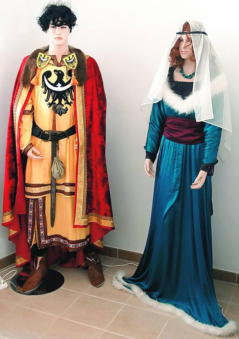 A oto i wspomniana królewska para, czyli Henryk Brodaty wraz z św. Jadwigą. To oni w murach Zamku Piastowskiego witają przybyłych gości.