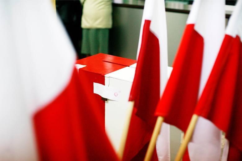 Cisza wyborcza trwa. Policja informuje o incydentach zakłócania ciszy wyborczej. Wybory samorządowe 2018 w toku