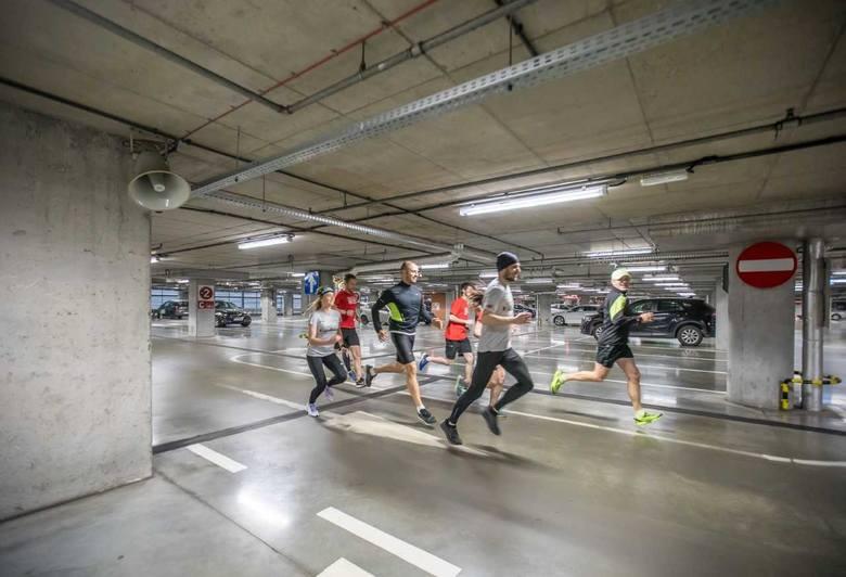 Stary Browar w następną niedzielę opanują biegacze. Konfliktu z klientami sklepów nie będzie, bo 19 maja niedziela jest niehandlowa