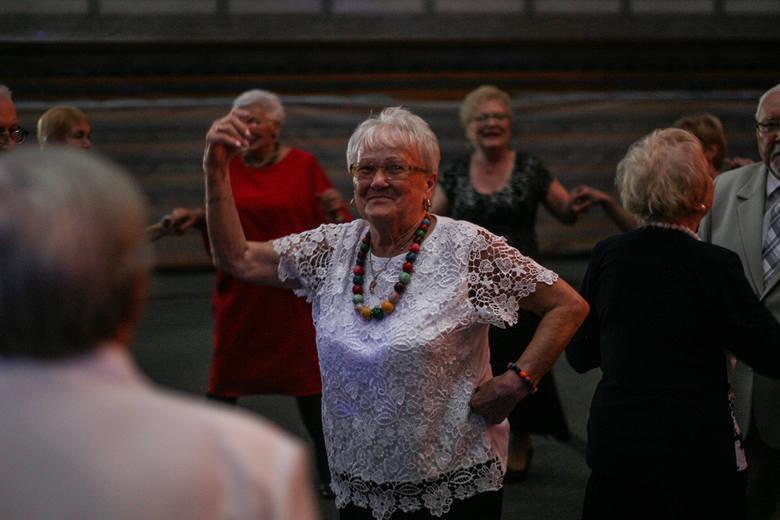 Zielona Góra, 19 października 2019. Bal na zakończenie Lubuskiego Tygodnia Seniora w Centrum Rekreacyjno-Sportowym. To już tradycja, że październik jest