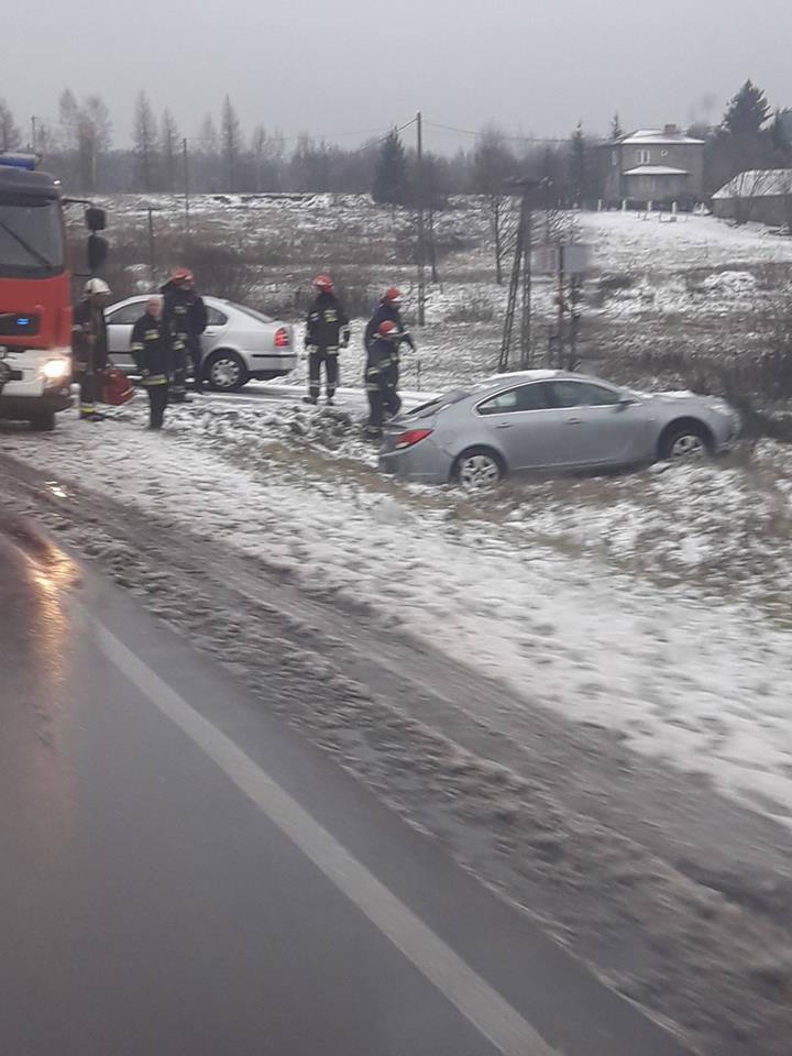 Kolejne auto w rowie na drodze nr 65. Miejscowość Kozińce